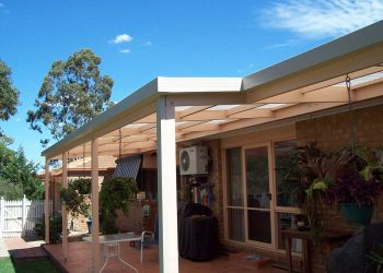 Flat-Roof-Timber-Veranda-with-Polycarbonate-Roofing-2