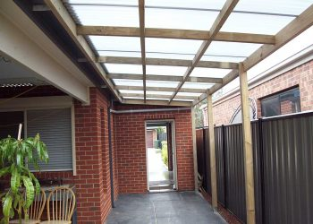 Flat-Roof-Timber-Veranda-with-Polycarbonate-Roofing